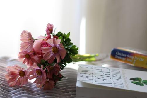 この画像には alt 属性が指定されておらず、ファイル名は FlowerBook.jpg です